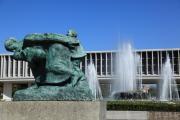 「嵐の中の母子像」と「祈りの泉」2