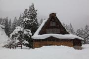 雪の五箇山、菅沼集落の合掌造り