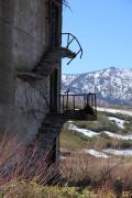 松尾鉱山、アパートの朽ちた階段